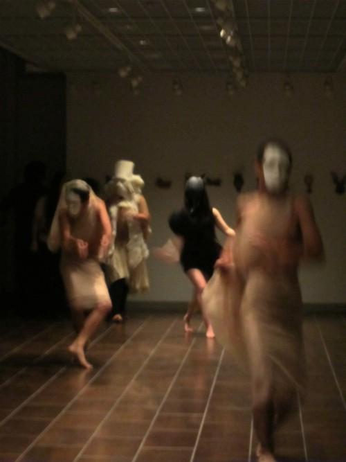 仮面のファッションショー